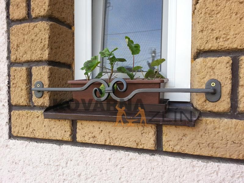 okna, truhliky, květiny, květinové zábrany, kovárna, zlín